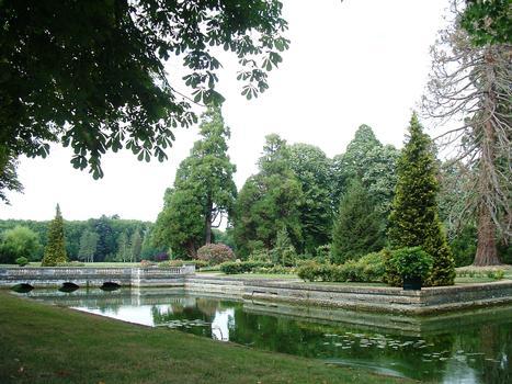 Château de Richelieu - A l'emplacement du château, il n'y a plus qu'une roseraie cernée de canaux, les anciennes douves