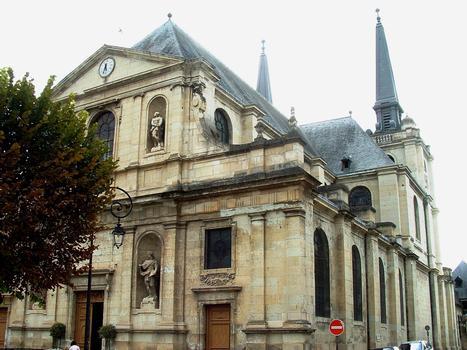 Richelieu - Eglise Notre-Dame-de-l'Assomption - Vue de côté