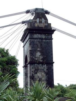 Pont suspendu de la Rivière de l'Est, La Réunion.Pylône