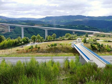 Nationale 88 - Lozère - Viaduc de la Colagne, au premier plan l'autoroute A75