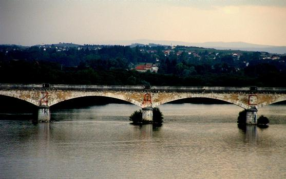 Loire-Eisenbahnbrücke Roanne