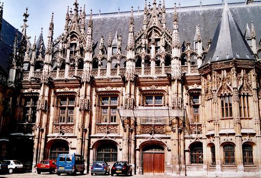 Rouen - Palais de Justice (ancien Echiquier de Normandie) – Partie gauche sur la cour d'Honneur