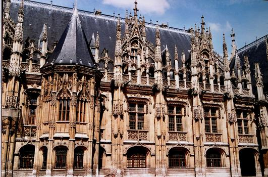 Rouen - Palais de Justice (ancien Echiquier de Normandie) – Partie droite sur la cour d'Honneur