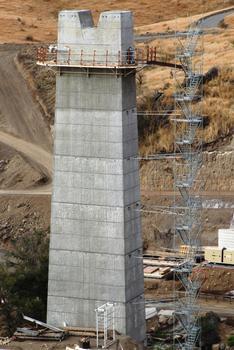 Route des Tamarins - Viaduc de Bras-Boucan Canot - Plateforme du coffrage extérieur d'une pile après le démontage du coffrage
