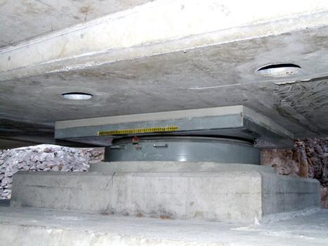 Viaduc de Fleurimont - Appareil d'appui à pot injectable sur une pile