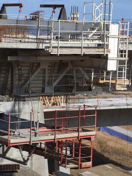 Viaduc de Fleurimont - Equipage mobile en position avant démontage