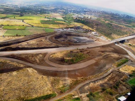 Route des Tamarins - Viaduc de la ravine Hermitage avec l'échangeur - Vus d'hélicoptère
