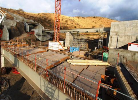 Route des Tamarins - Le tunnel du cap La-Houssaye et le viaduc de Petit-Bras-Canot