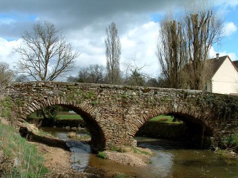 Römerbrücke über den Portefeuille, Saint-Benoît-du-Sault (Indre)