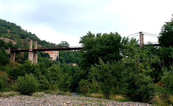 Saint-Ilpize - Pont suspendu vu des berges de l'Allier