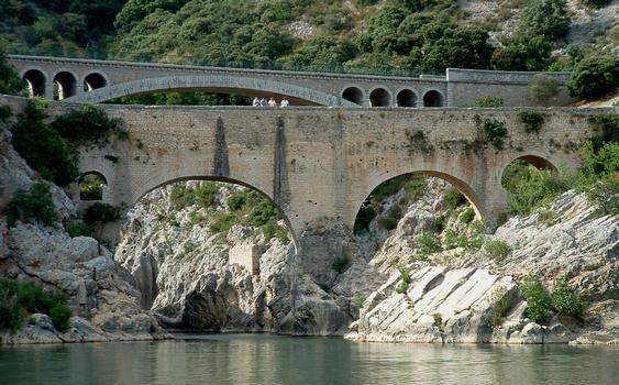 Saint-Jean-de-Fos - Pont du Diable et pont routier le remplaçant vus de l'aval