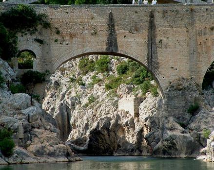 Saint-Jean-de-Fos - Pont du Diable vu de l'aval - Arche du 11ème siècle et ajouts du 19ème siècle