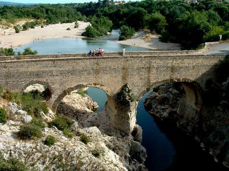 Saint-Jean-de-Fos - Pont du Diable vu de l'amont à la sortie des gorges de l'Hérault
