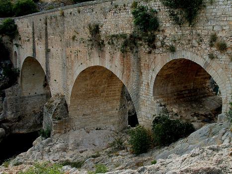 Saint-Jean-de-Fos - Pont du Diable vu de l'aval - Pont du 11ème siècle avec l'ensemble des ajouts faits au 19ème siècle