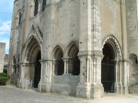 Saint-Leu-d'Esserent - Ancienne abbatiale Saint-Leu - Façade - Le porche