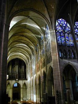 Abteikirche Saint-Denis. Hauptschiff und nördliches Querschiff