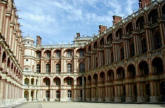 Château de Saint-Germain-en-Laye.Cour