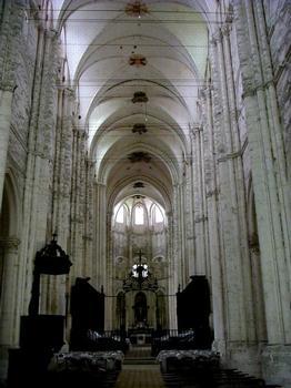 Abbatiale Saint-Germain-de-Fly. Nef