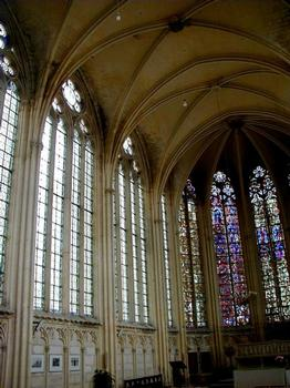 Abbatiale Saint-Germain-de-Fly. Sainte Chapelle - Fenêtres