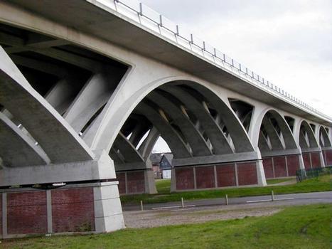 Viaduc autoroutier de la Rivière-Saint-Sauveur