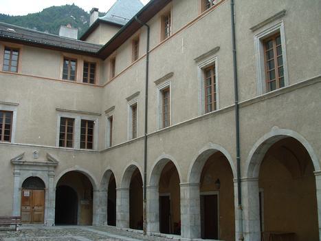 Moûtiers - Centre culturel Marius Hudry (ancien évêché) - La cour