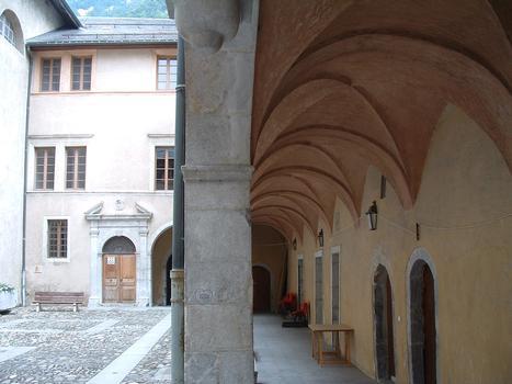 Moûtiers - Centre culturel Marius Hudry (ancien évêché) - Cour et galerie