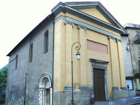 Saint-Jean-de-Maurienne - Eglise Notre-Dame - La façade refaite après que la flèche du clocher soit tombée sur la nef pendant sa démolition par les troupes françaises en 1792