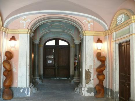 Saint-Jean-de-Maurienne - Ancien évêché - Entrée