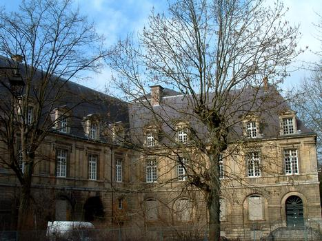 Burg Sedan