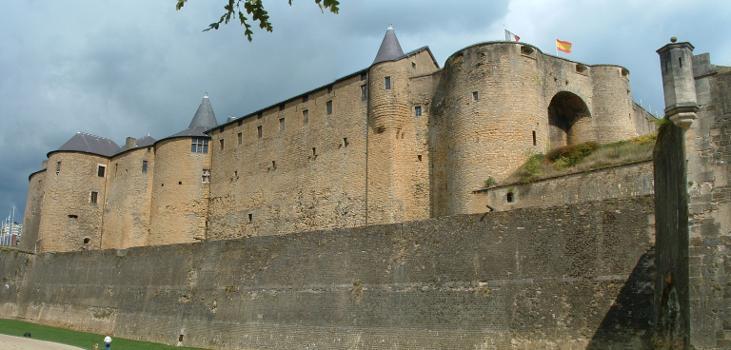 Sedan - Château-fort - Front Ouest - Tours jumelles, Grosse-tour et tour à canons
