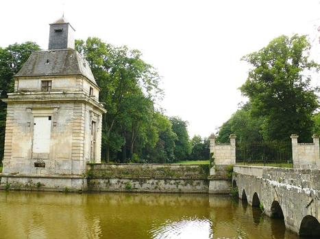 Gesvres-le-Duc - Château de Gesvres - Le dernier pavillon d'entrée