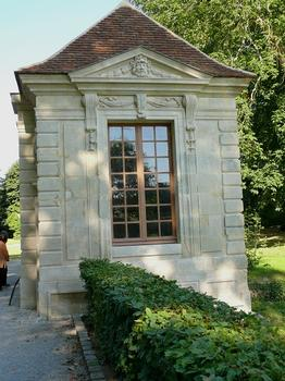 Château de Coulommiers - Les pavillons d'entrée construits sur les plans de François Mansart