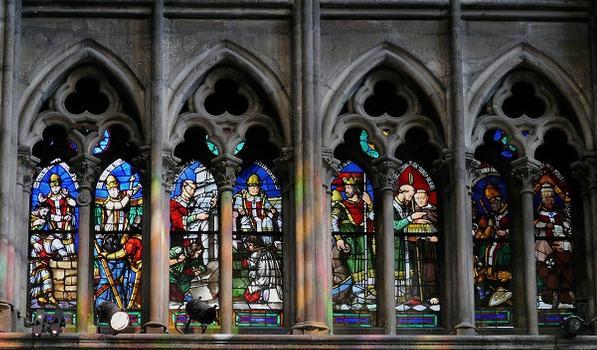 Saint-Denis - Basilique de Saint-Denis - Vitraux hauts du transept: papes