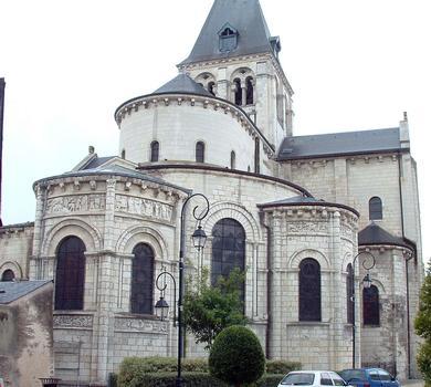 Selles-sur-Cher - Eglise Notre-Dame-la-Blanche (ancienne abbatiale Saint-Eusice) - Chevet avec ses chapelles rayonnantes romanes