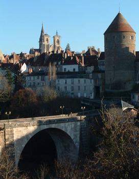Semur-en-Auxois - Pont Joly, donjon, église Notre-Dame
