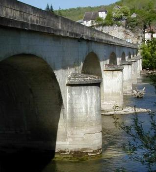 Pont de Louis Vicat in Souillac.Downstream view