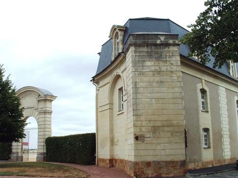 Thouars - Château (collège Marie-de-la-Tour-d'Auvergne) - Ecuries - Entrée