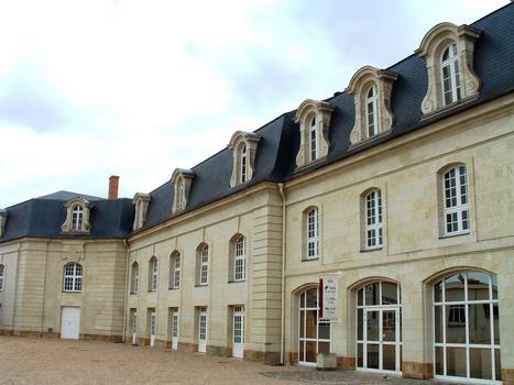 Thouars - Château (collège Marie-de-la-Tour-d'Auvergne) - Ecuries - Bâtiment