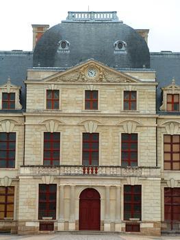 Thouars - Château (collège Marie-de-la-Tour-d'Auvergne) - Façade sur cour - Pavillon central
