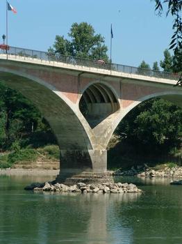 Pont sur la Garonne, Tonneins.Une pile