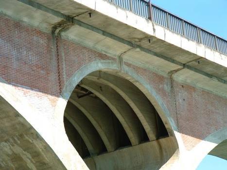 Pont sur la Garonne, Tonneins.Détail d'une pile