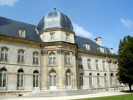 Toul - Hôtel de ville (ancien évêché) - Façade côté jardin - Vue partielle