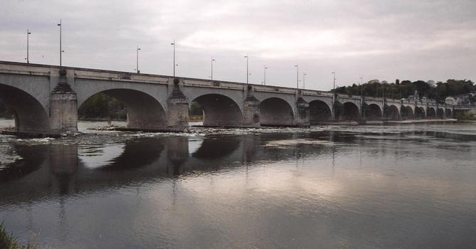 Tours - Pont Wilson - Ensemble du pont