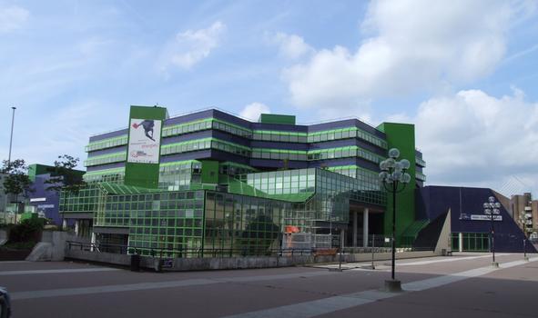 Cergy-Pontoise - Centre culturel et administratif André Malraux entre le parvis de la Préfecture et la place des Arts - Vu du parvis de la Préfecture