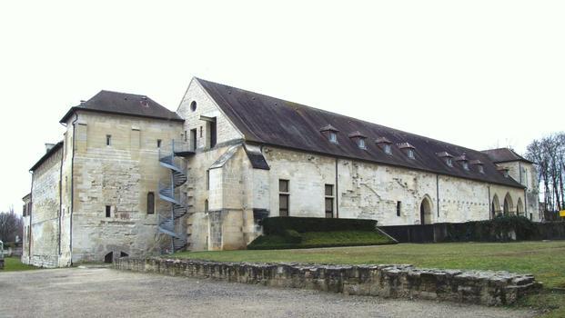Saint-Ouen-l'Aumône - Abbaye Notre-Dame de Maubuisson - Bâtiments des religieuses: à gauche, le bâtiment des latrines et à droite, la salle capitulaire