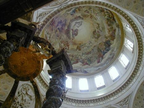 Eglise - Dôme avec la fresque peinte par Mignard et baldaquin
