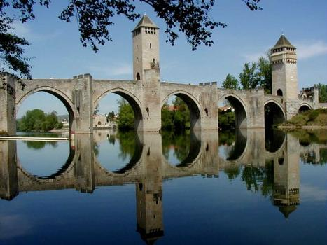 Pont Valentré in Cahors. Downstream view