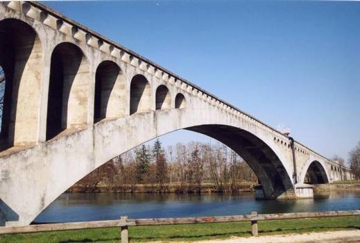 Pont-aqueduc de la VanneTravée sur l'Yonne