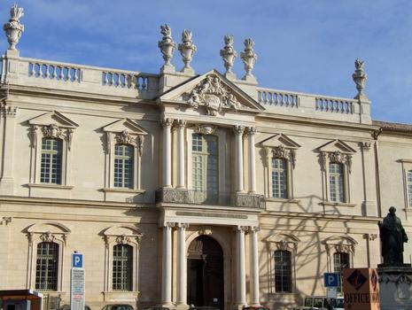 Carpentras - Hôtel-Dieu - Façade principale sur la place Aristide-Briand