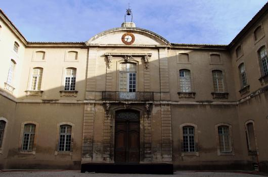 Carpentras - Hôtel-Dieu - Cour intérieure